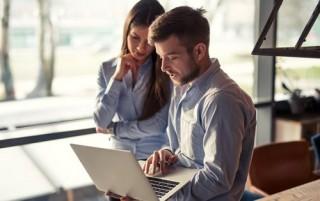 business-decisions-man-woman-laptop